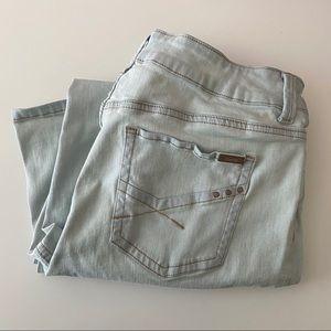 Chico's so slimming light denim jeans